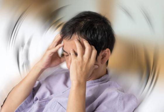 ¿Por qué afectan los problemas auditivos a nuestro equilibrio?